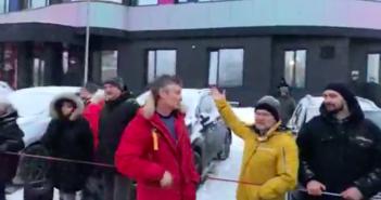Сто человек и Ройзман. В Екатеринбурге простились с башней