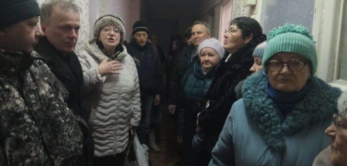 Думу уральского посёлка брали штурмом. Всё из-за мусорной реформы