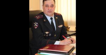 В Свердловском главке МВД аплодисментами простились с главным юристом